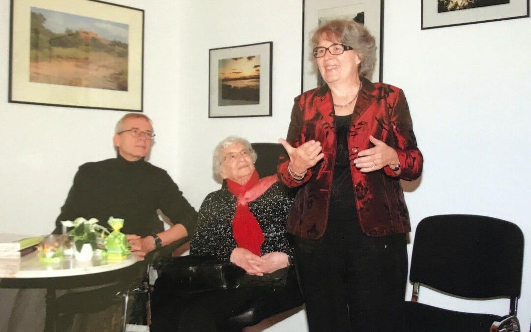 Praxis Frau Dr. Henner –  Reisemedizinische Praxis Homburg – Fest zum 25 jährigen Bestehen: 2017 – Erneut Besuch von der Schriftstellerin Frau Ruth Weiss